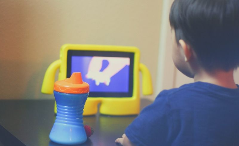 Parents should limit screen time for kids under 2.